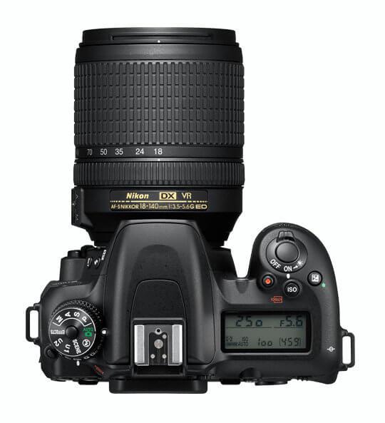 Nikon D7500 - Vista superior con el dial de modos y la pantalla LCD